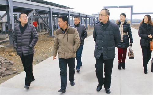 集团董事长何文忠等领导对旗下各公司进行实地调研
