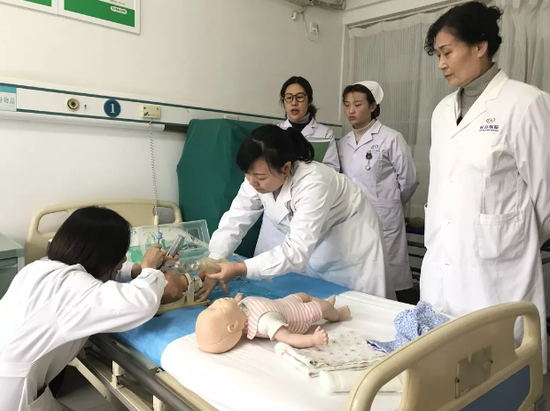 我院妇产科开展新生儿窒息复苏演练